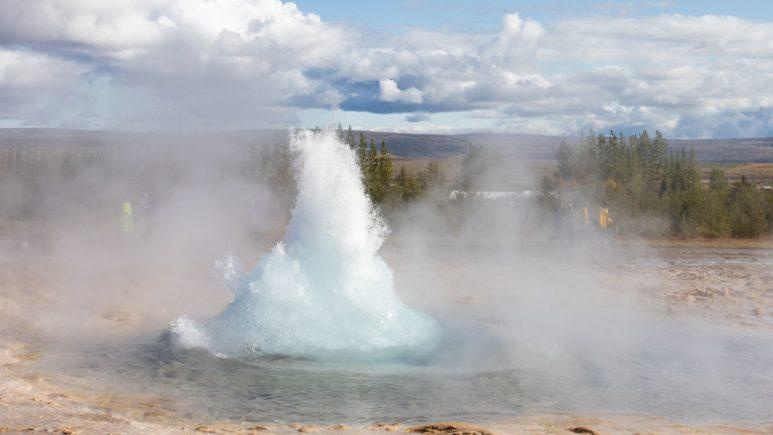 Обжигающая долина гейзеров