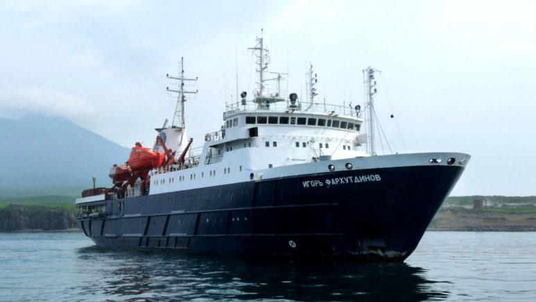 Russia-Sakhalin-Igor-Farkhutdinov-Ship (1)