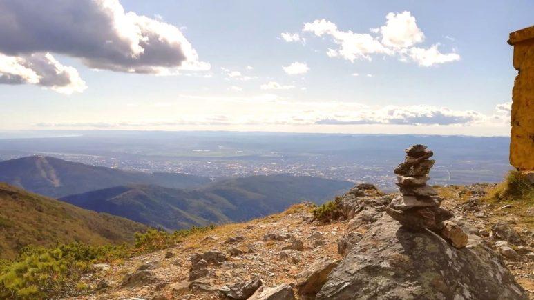 Russia-Sakhalin-Yuzhno-Sakhalinsk-Chekhov-Peak (3)